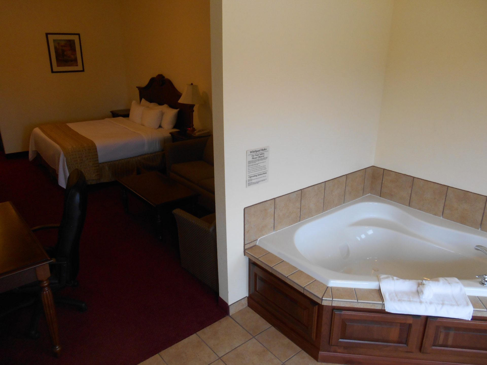 Room Suite Jacuzzi